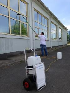 Ablaktisztítás tiszta vízzel
